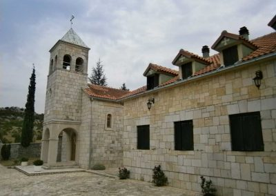 zapadna_strana_manastira